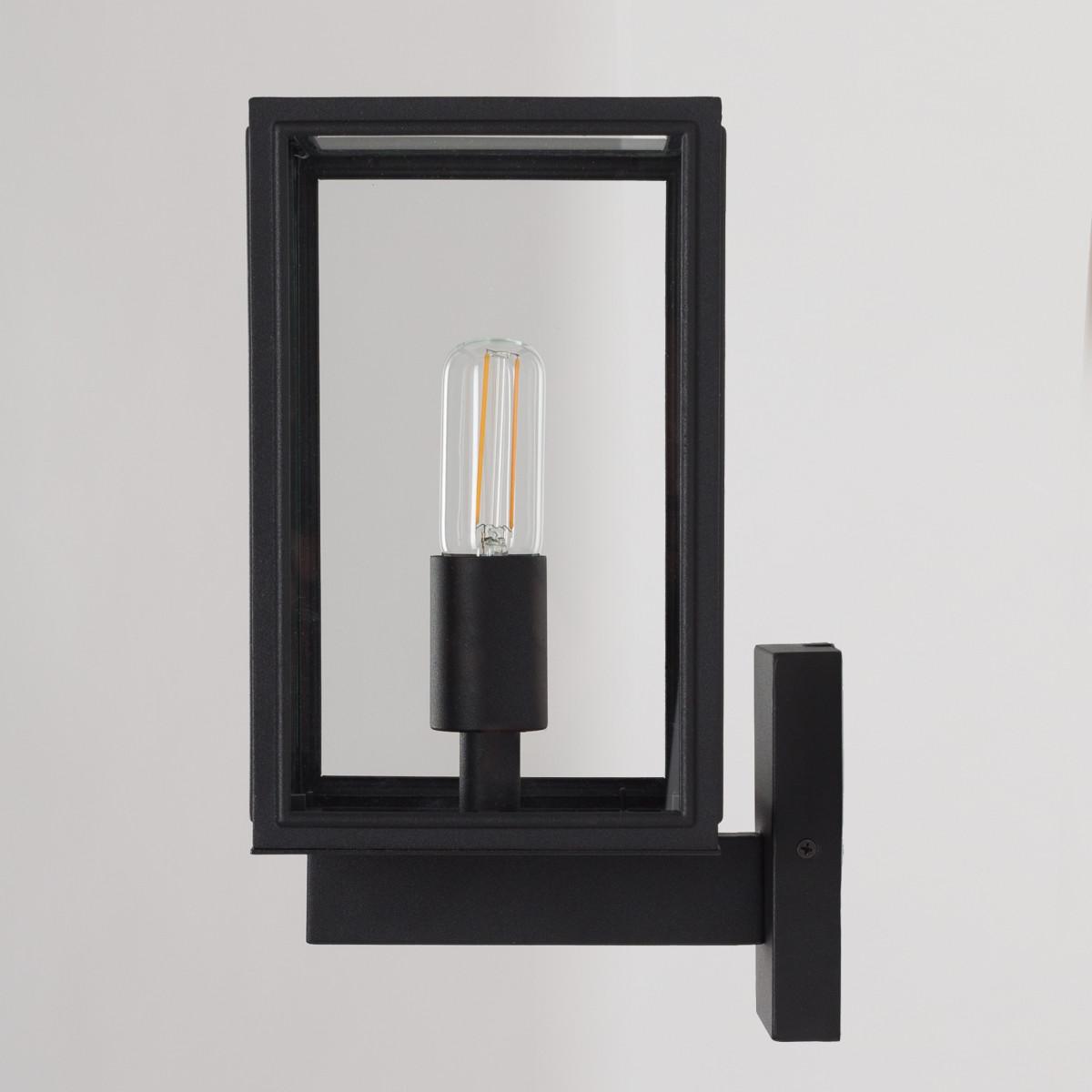 Moderne zwarte buitenlamp met heldere beglazing verlichting voor aan de wand buiten
