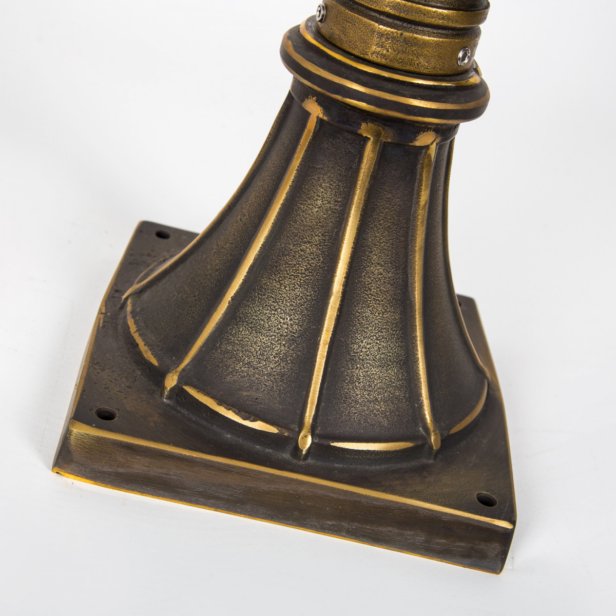 Klassieke bronzen tuinlamp Rijswijk sokkel M