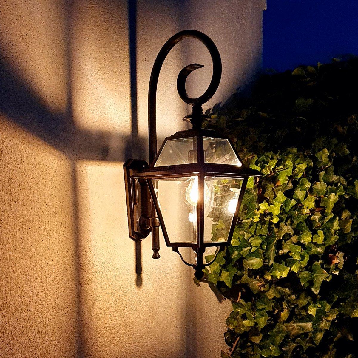Stijlvolle zwarte buitenlamp met grote heldere beglazing, een luxe wandlantaarn voor buiten, strak klassieke buitenverlichting, met KS Verlichting