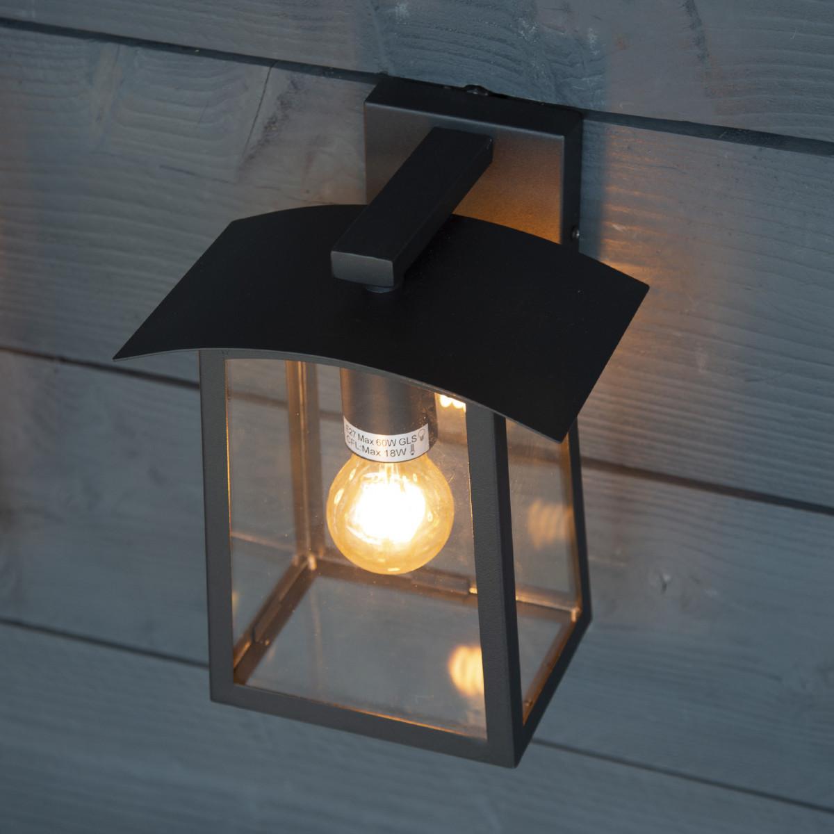 Zwarte design buitenlamp met heldere glazen,  E27 fitting, lichtbron is zichtbaar, moderne buitenmuur verlichting