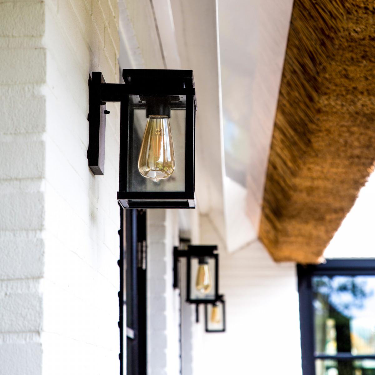 buitenlamp met sensor, zwarte buitenlamp voor aan de wand, ingebouwde bewegingssensor, strak moderne verlichting