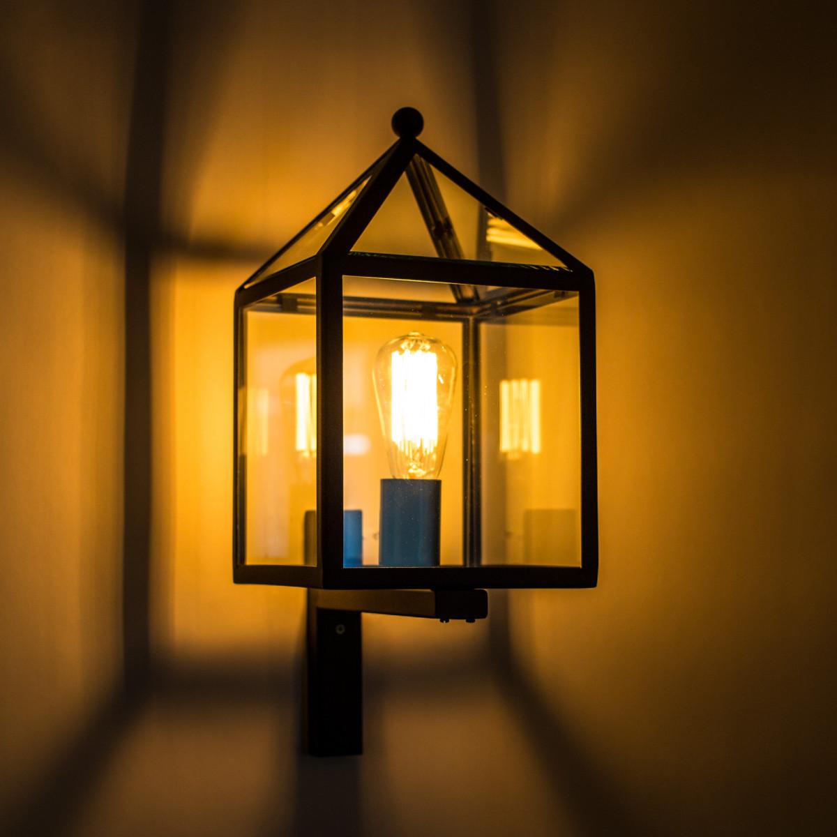 Buitenlamp huisjes model, zwart RVS frame, heldere beglazing, stijlvolle gevelverlichting van KS Verlichting
