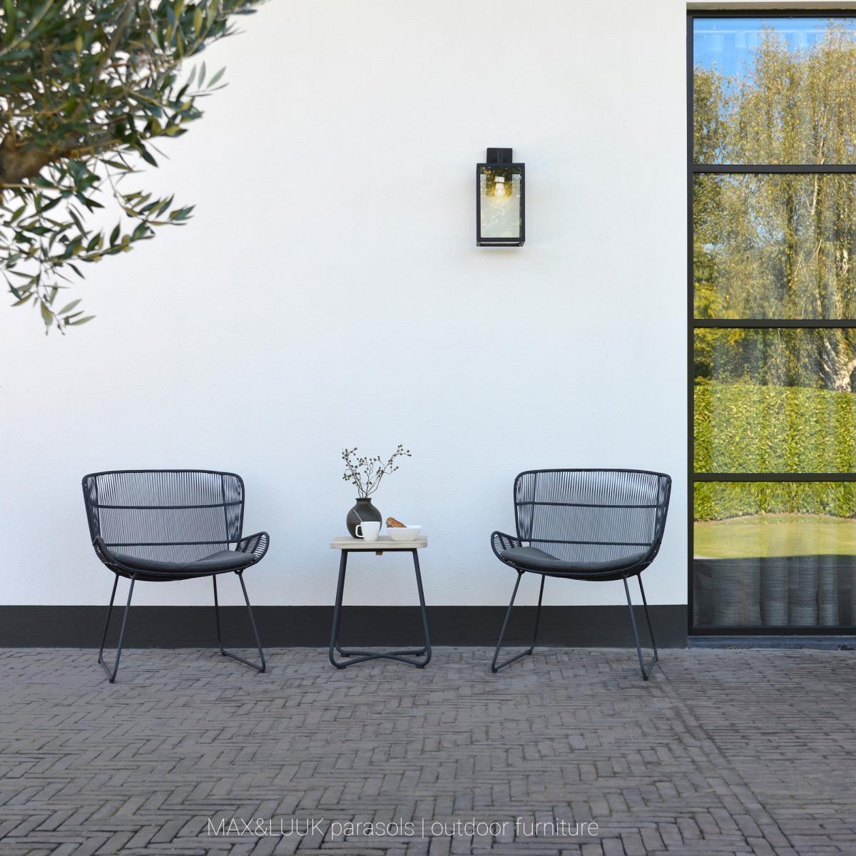 Zwarte design buitenlamp strak klassieke stijlvolle wandverlichting strak zwart frame, heldere beglazing, lichtbron zichtbaar, rechthoekige muurplaat