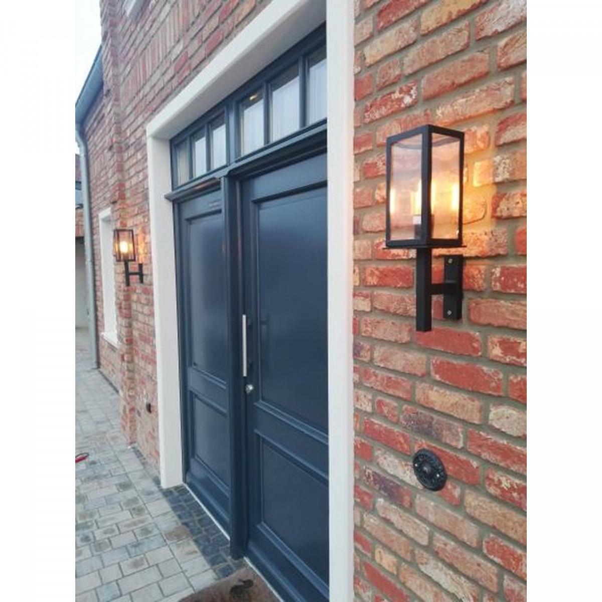 Zwarte buitenlamp strak klassiek box design, rechte wandsteun, stijlvol en praktische buiten wandlantaarn, handmade KS Verlichting